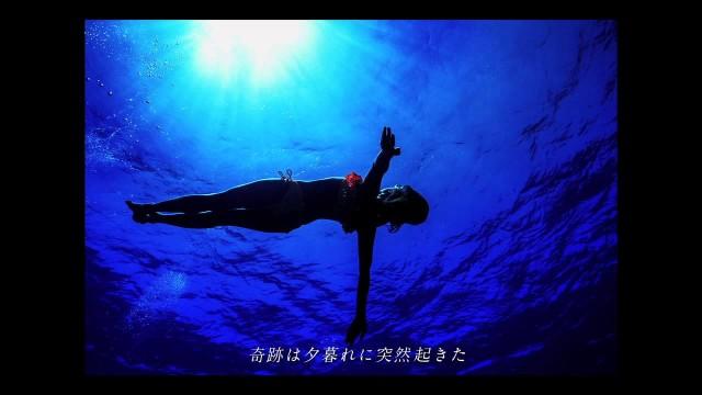 まるで人魚!海中を優雅に泳ぐ水中表現家を撮影したCM|Sony α7Sの超高感度が海中の世界に挑む