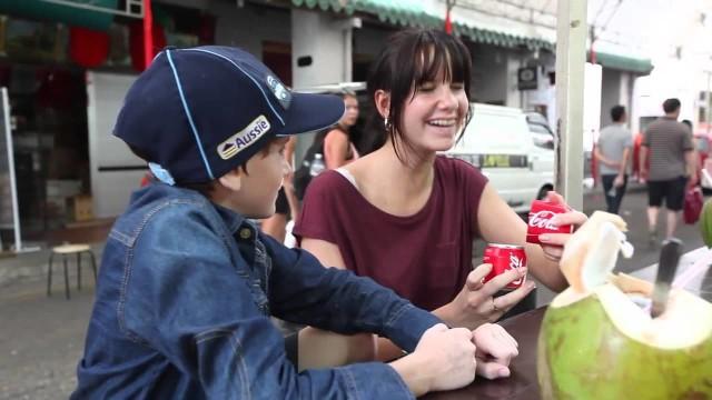 缶が真っ二つ!幸せもお裾分けするコカ・コーラのプロモーション「Coca-Cola Sharing Can」