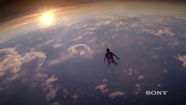 成層圏からのダイビング!?美しさに息をのむSONYの一眼レフα7RのCM