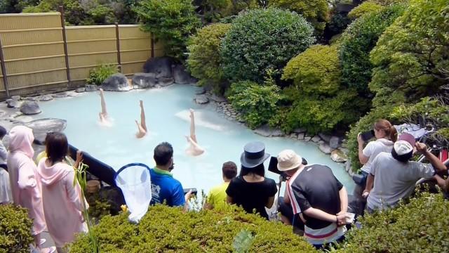 大分の温泉で始まるシンクロならぬ「シンフロ」が凄い!大分の温泉PRムービー