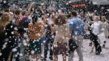 福山雅治が街中に桜を舞い散らせる!アサヒスーパードライのCM「桜吹雪」