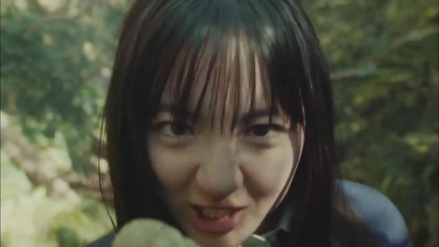 鈴木瑛美子が圧倒的な歌唱力を披露するプライドポテトのCM
